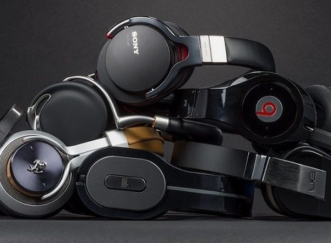auriculares apilados
